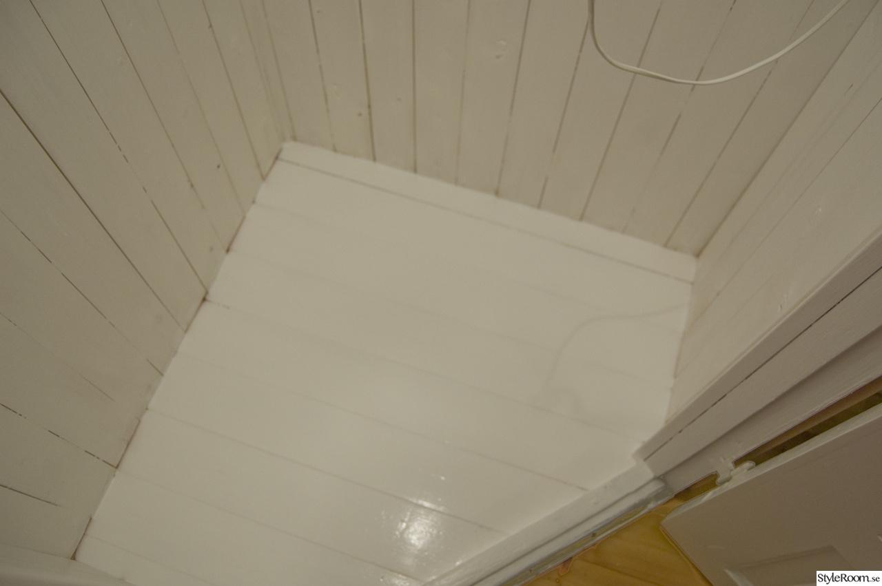hörnskafferi,platsbyggt skafferi,gå-in-skafferi,vitt golv