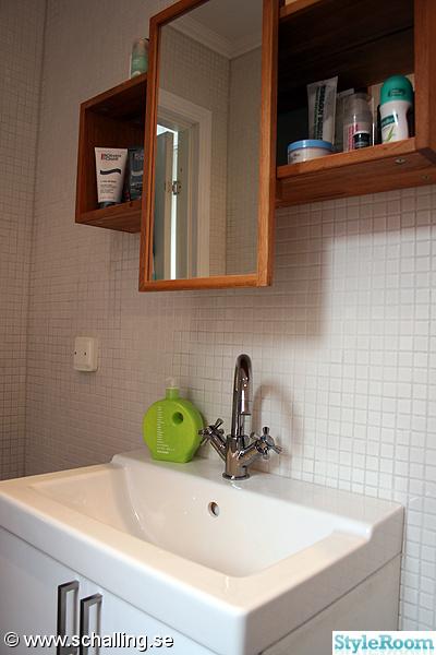 badrum,toalett,badrumsskåp ikea,ikea handfat,vitt kakel