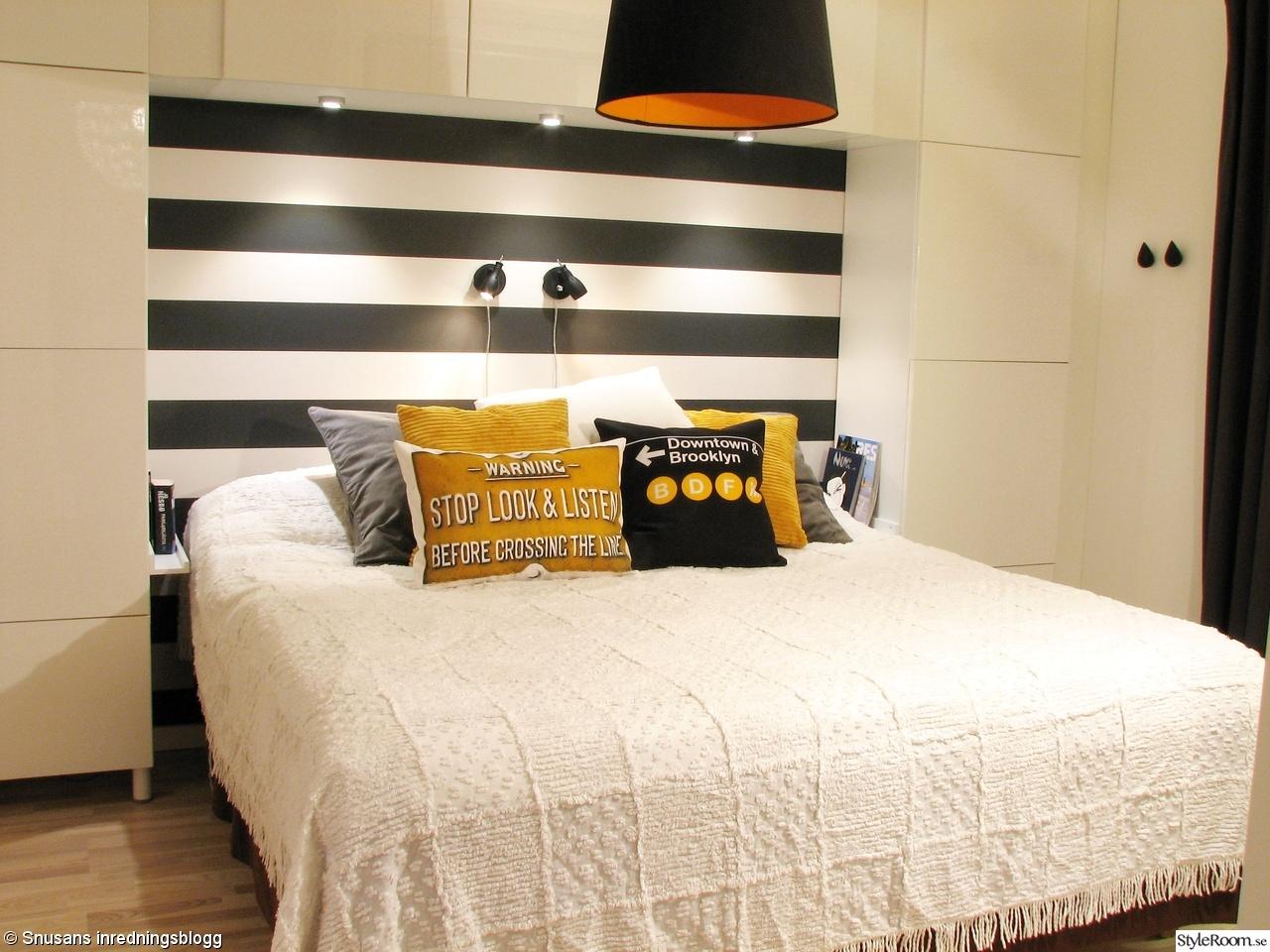 sovrum,svart,vitt,gult,grått,orange,randig tapet,ferm living,desenio ...